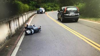 少年騎車過彎自摔撞高中生  8人受傷送醫