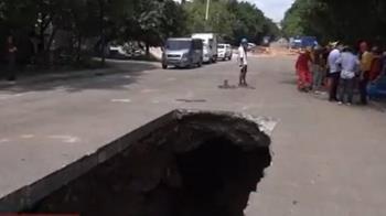 廣州道路又坍塌14公尺天坑!緊急出動潛水員