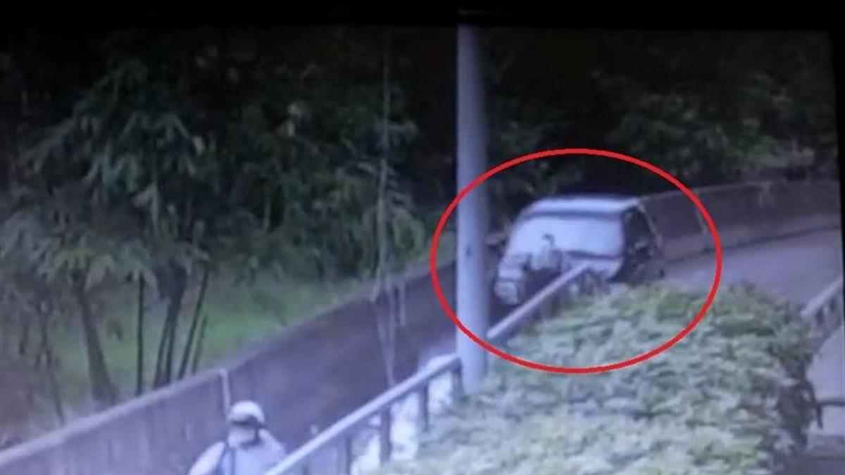 驚悚畫面曝!台中男沿路邊散步 遭休旅車撞飛輾斃慘死