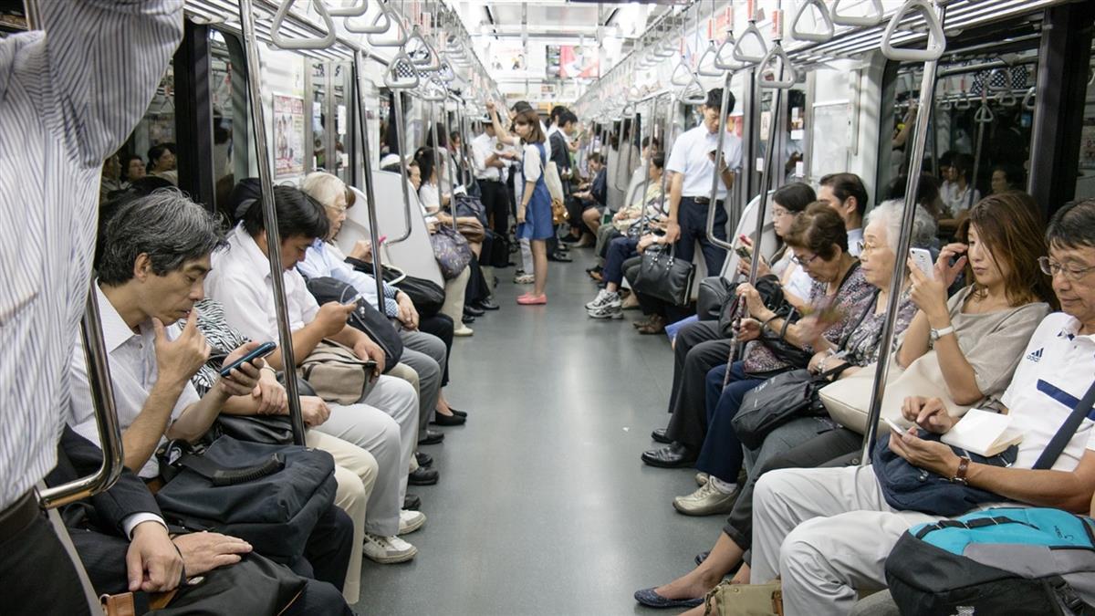 禁邊走邊滑手機 日本大和市創首例