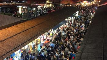 報復性旅遊!東大門夜市人潮破萬 攤販看傻:只能小碎步走
