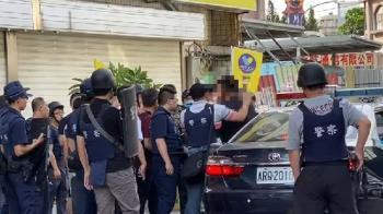 新竹車禍變警匪對峙3小時 雙槍男連轟7槍