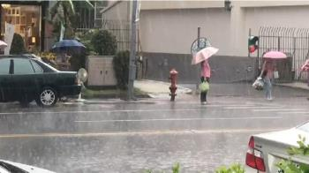 雨彈狂甩1小時!全台雨勢升級 17縣市續發警報