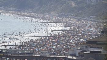 英國海灘遊客湧入令人心驚  政府警告關閉
