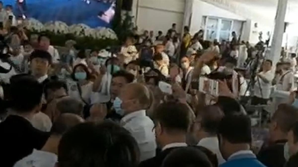 高市議長許崑源今告別式 韓國瑜眼眶泛淚致詞