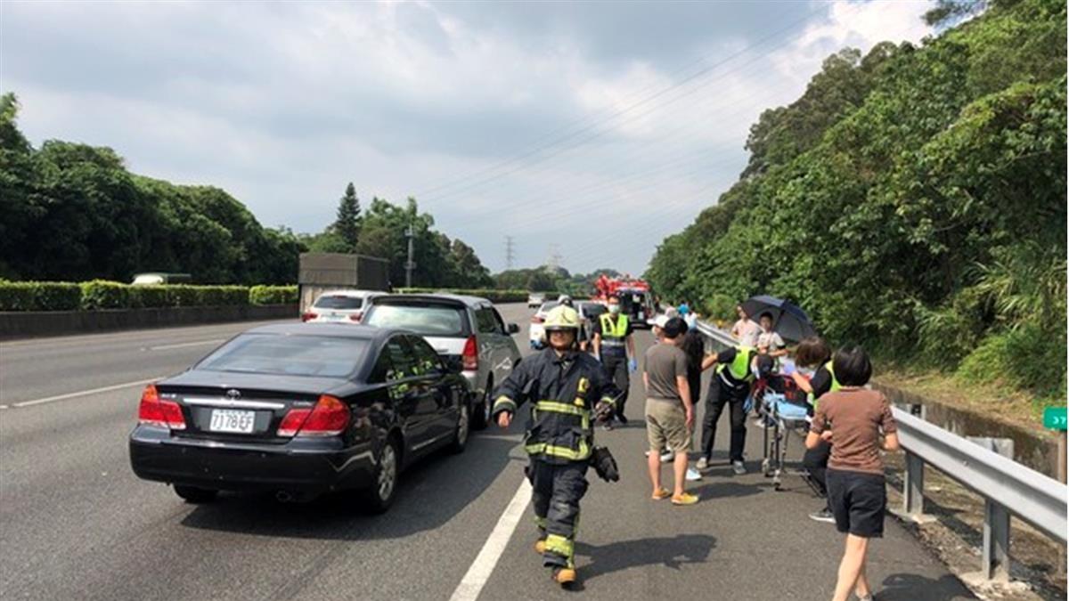 國道3號7車擦撞 2人送醫