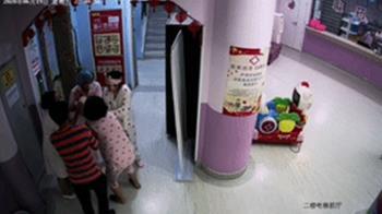 嬰兒嗆奶窒息!護士秒「人工吸痰」搶救成功