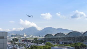 陸婦受困機場15天:大陸香港都不准入境!慘狀曝