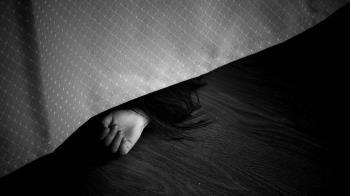 2惡徒半夜闖入!尪遭18刀砍死 她抱2月女嬰躲床邊哭