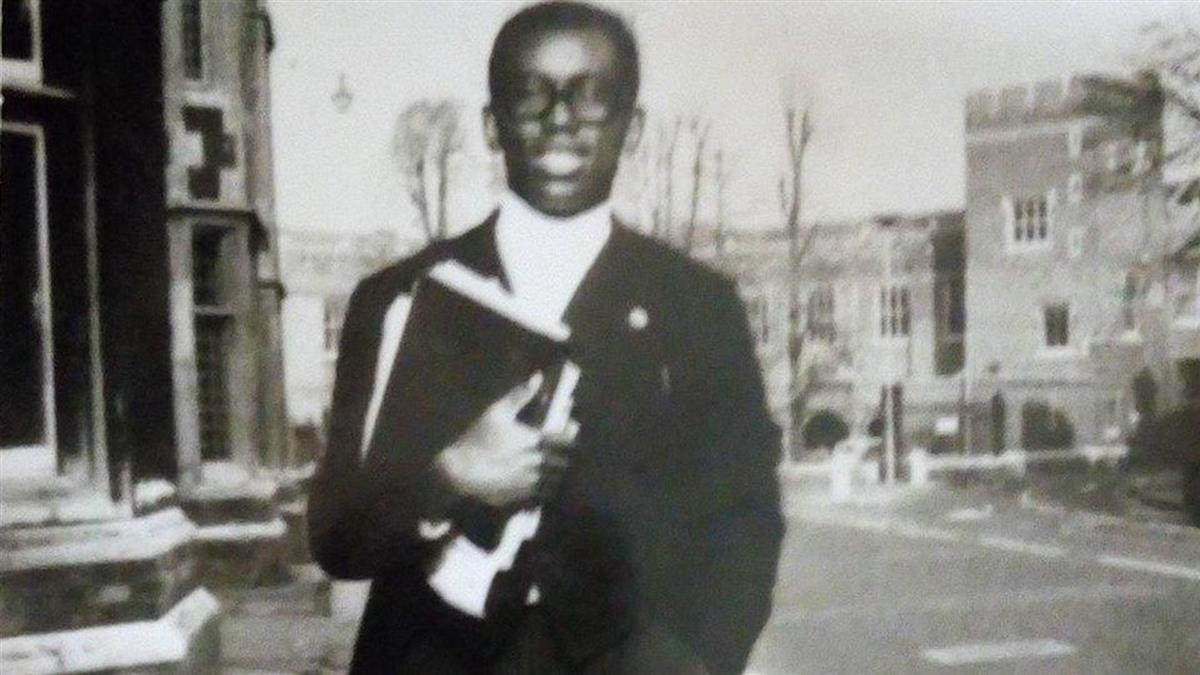 蒙祖蔭進英國名校受歧視 伊頓公學第一個黑人畢業生故事