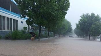 上海危險了!大陸暴雨26省市拉警報 官方說話了