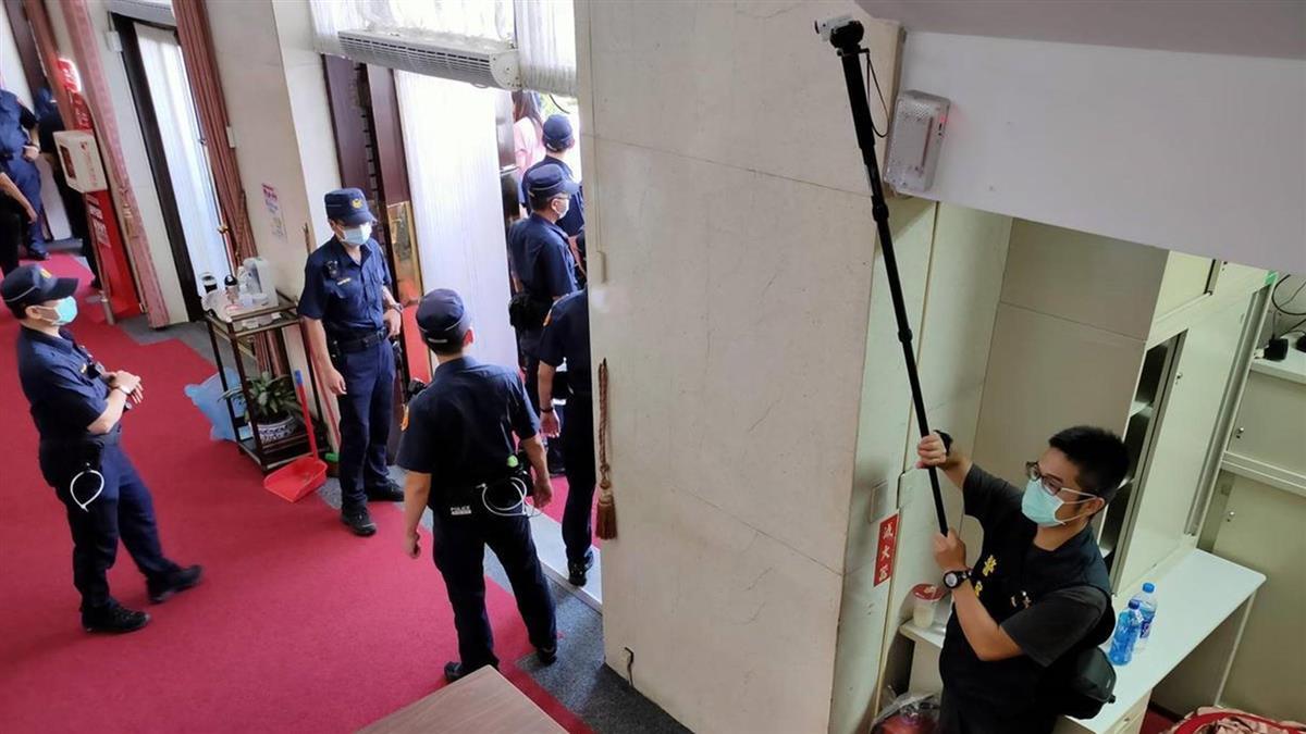 便衣刑警進議場蒐證 藍委怒轟:民進黨踐踏人民的國會