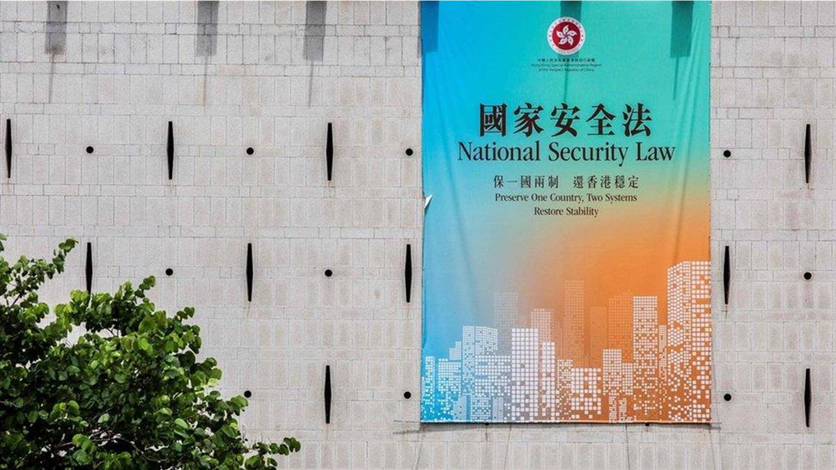 中國人大通過港區《國安法》:香港特首稱不懼制裁,黃之鋒退出香港眾志