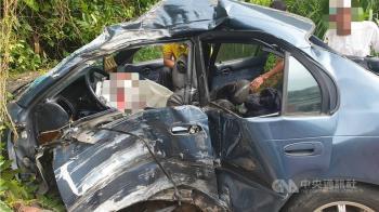 嘉義大華公路自撞民宅車禍 一家3口1死2傷