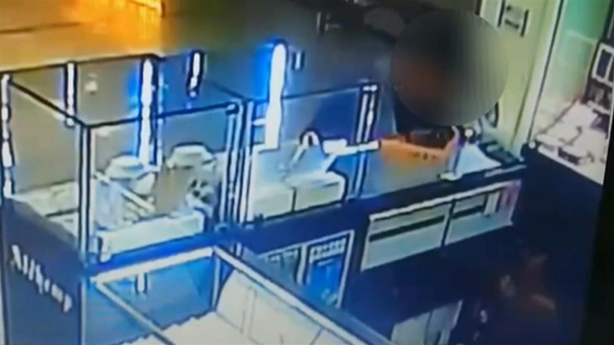 獨 / 31歲男偷信用卡銀樓盜刷!黃金流黑市 結果下場超慘
