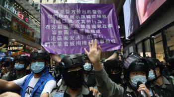 港示威者刺傷防暴警 傳搭機往英國時被捕