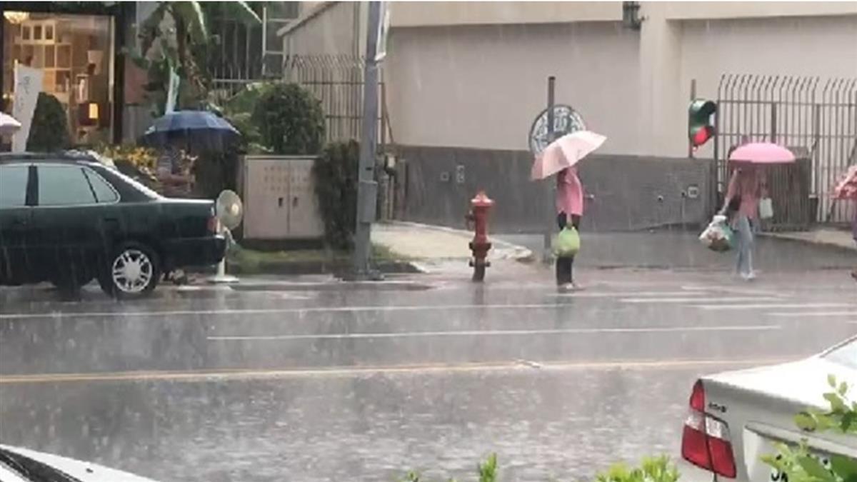 大雷雨狂炸!中、投豪雨特報 彰化驚見雨瀑奇景