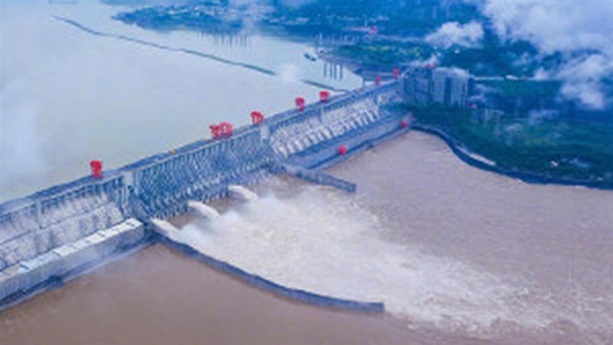 2020第1號洪水!三峽大壩挺過了 壯觀洩洪畫面曝光