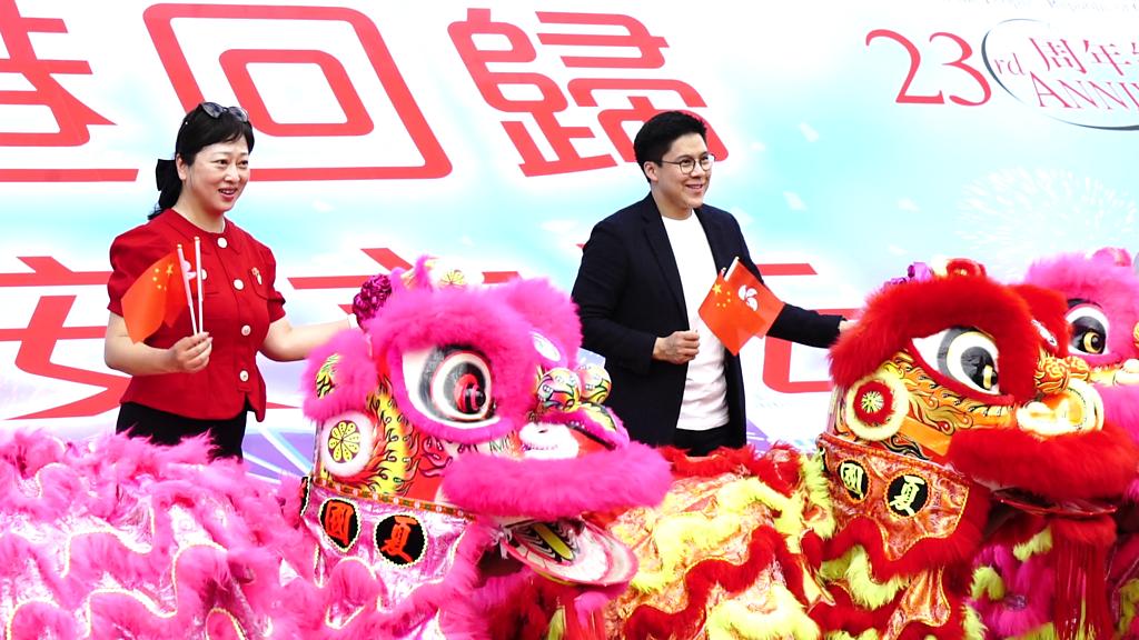 香港國安法:參加中環碼頭慶典的遊客和市民怎麼看