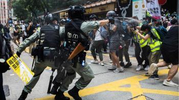 香港《國安法》生效:慶典、示威、大抓捕籠罩下的第一天