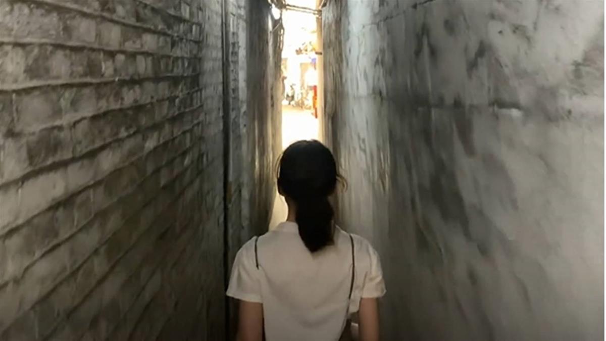 台北也有摸乳巷!寬僅1公尺 隱身車站商圈別有洞天