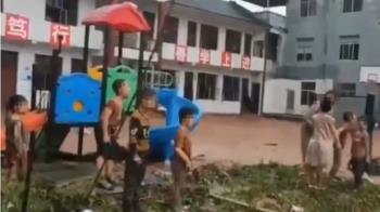 暴雨強灌!張家界小學遭洪水沖毀 學童無助大哭