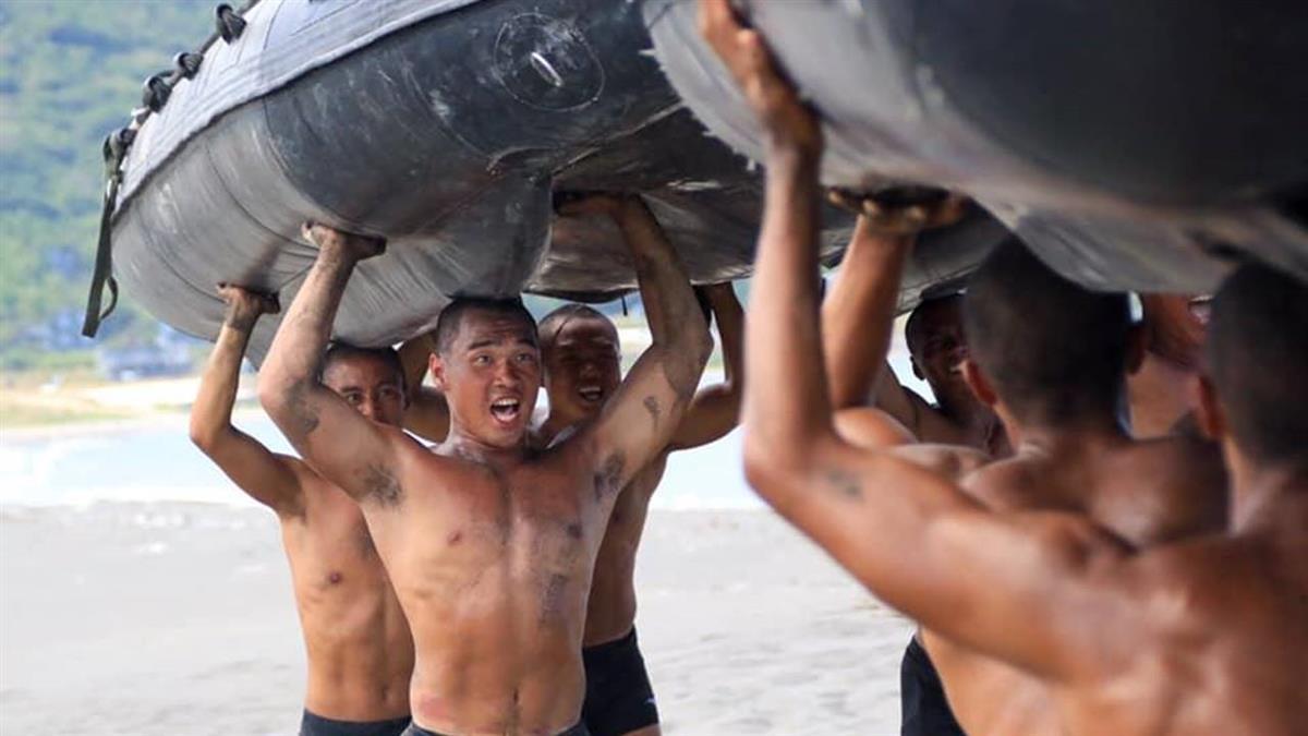 海軍陸戰隊操演翻艇!3人裝葉克膜搶救 上兵凌晨宣告不治...