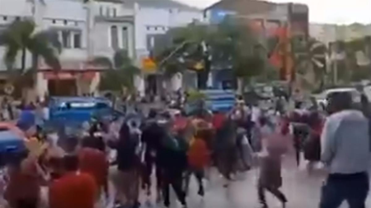 印尼6.6地震!展示櫃劇烈搖晃 賣場客人驚慌逃竄