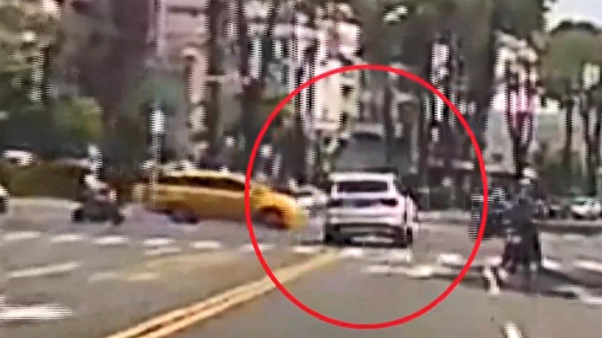 高雄女開BMW連撞20車…騰空衝撞 殘骸噴滿地