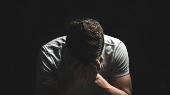 19歲男遭3熟女下藥!性侵2hr休克…慘失性功能