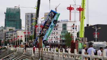 超多疑點!公車衝入水庫釀21亡 生還者曝最後情況