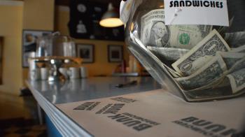 拒服務未戴口罩顧客 星巴克店員獲鉅額捐款  未料對方竟要求「對分」
