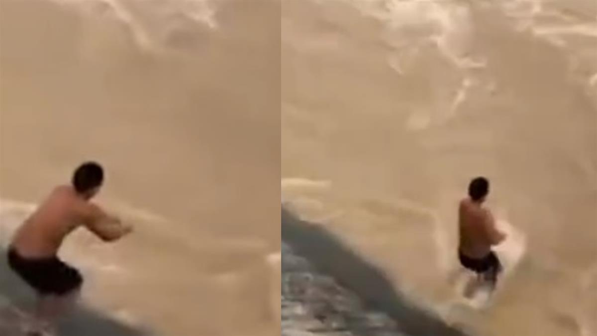 洪水爆發!半裸男堅持捕魚 6秒慘遭吞沒