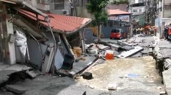 永和路面塌陷擴大!一旁民宅遭波及變形傾斜