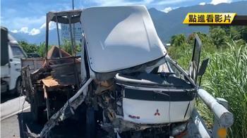 駕駛低頭撿物擦撞護欄 車頭嚴重變形