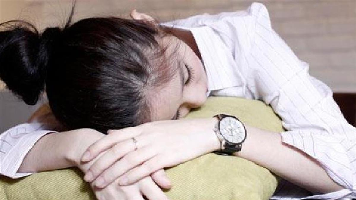 11歲女頭痛趴桌突暴斃!身冒屍斑 醫護狂喊:活過來