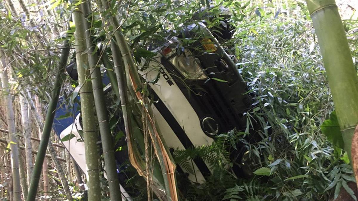 阿里山貨車疑煞車失靈翻落邊坡  幸卡竹林17人送醫