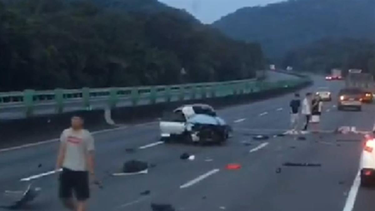 國道三號翻車意外!小客車自撞護欄 1女遭彈飛