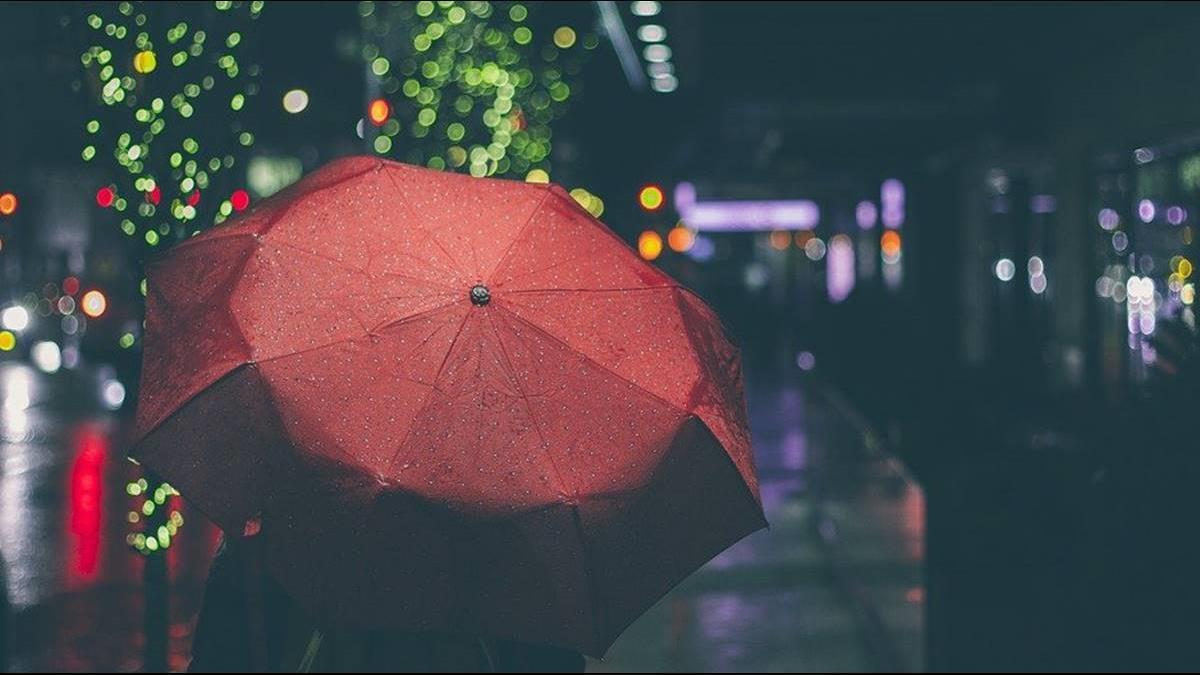 對流雨彈強襲!2縣市發大雨特報 防雷擊、強陣風