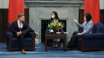 加國外交官與蔡英文會談 全程翹二郎腿!黃暐瀚說重話