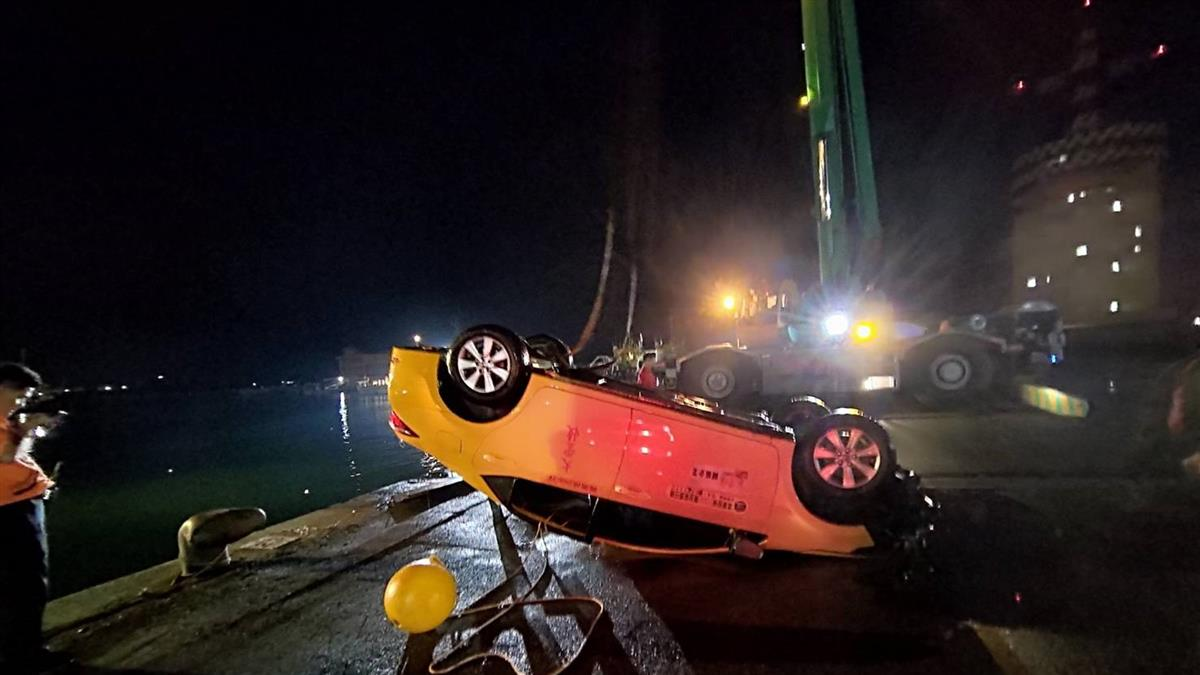 計程車墜海釀4死!生還者「游1小時上岸」…轉頭同事消失