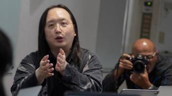 唐鳳接受日媒專訪:中國電信設備如同特洛伊木馬