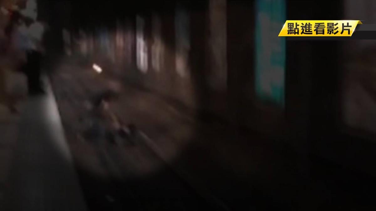 獨/有人掉下去!正義哥跳軌一把抓起 差2分鐘火車進站