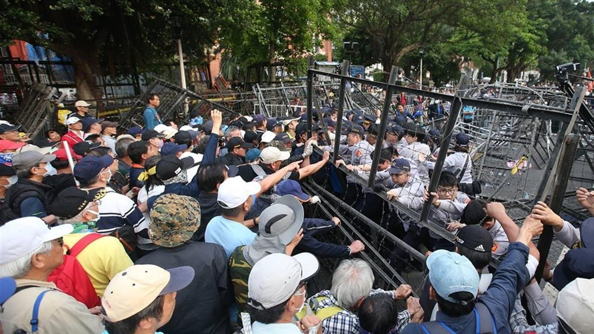 吳斯懷率八百壯士反年改 衝撞立法院遭起訴