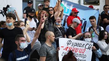 俄羅斯伯力示威:群眾抗議莫斯科抓捕受歡迎首長 遠東響起反普京口號