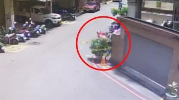 台中外送員疑中暑衰竭 連人帶車倒花圃...一度無生命跡象