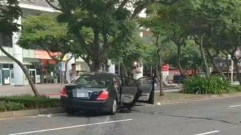 快訊/酒測值0.46!女失控撞路樹 目擊民眾:車速近100
