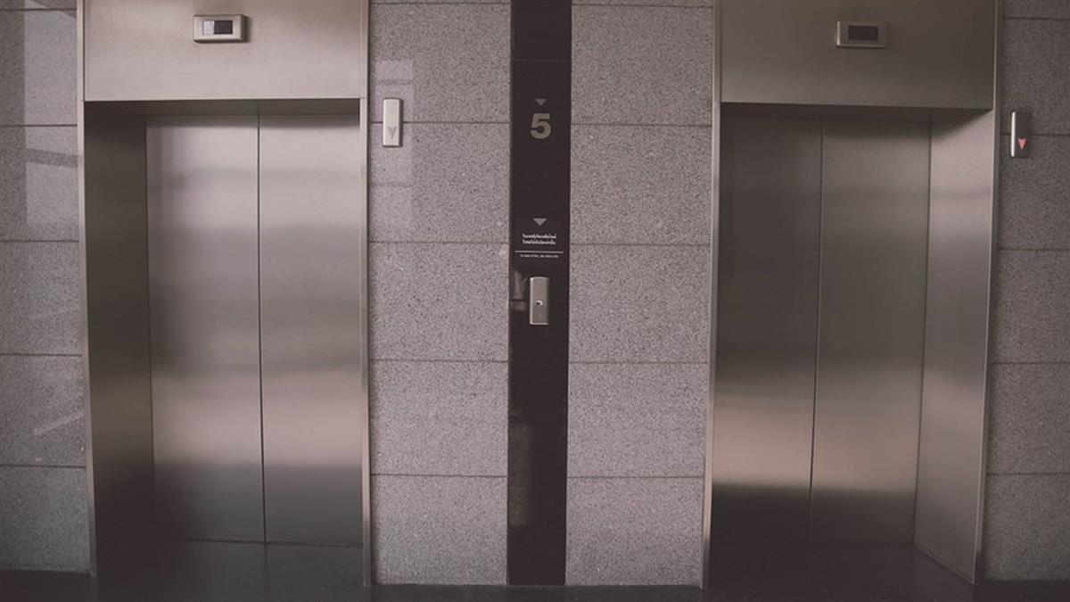 懶得上15樓!男將126萬扔電梯 下秒悲劇了