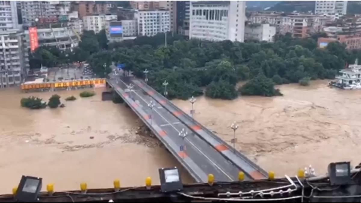 三峽大壩開6道大洩洪 當地官方:只好聽天由命!