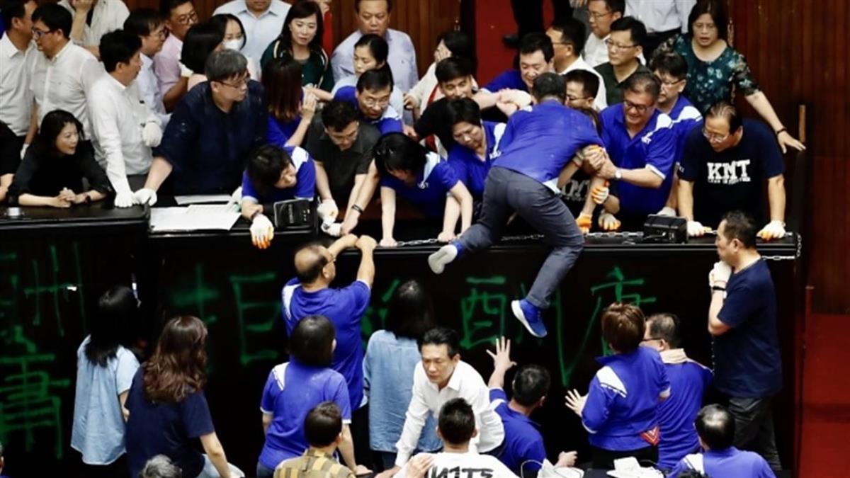 台灣立法院混亂中通過陳菊出任監察院長